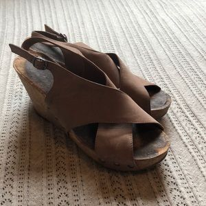 Lucky wedges size 10